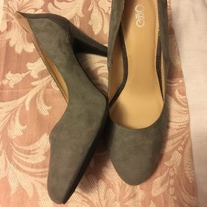 NWT Cato grey heels with snakeskin accent